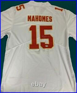 PATRICK MAHOMES autographed KANSAS CITY CHIEFS #15 white Jersey COA