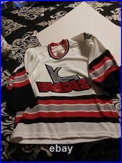 VINTAGE Autographed Kansas City-KC Blades IHL Bauer hockey jersey Size L/XL